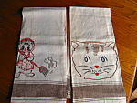 Two cool vintage embroidered linen cat kitchen towels. (both towels for one price). Very cute LINEN towels that do not appear to have been used. No holes, tears or spots that I noticed.