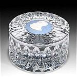 Wedgwood: Charles Dickens Cameo Paperweight