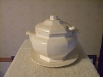 Japan Gravy Tureen With Liner, Lid And Ladle