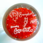 Everybody Drinks Coca Cola Papperweight