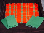Set (4) Red Green Holiday Placemats Place Mats Napkins Serviettes