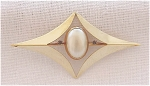 Vintage Costume Jewelry - Pearl & Rhinestone Gold Tone Brooch