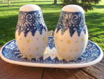 Polish Pottery Sp Shakers W Tote Plate Flow Blue White Mint