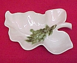 Hull Tokay Leaf Console Centerpiece Bowl White / Grapes