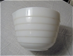 Whte Mixing Bowl With Spout