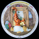 Bouncing's What Tiggers: Pooh Scuptural Bradford Plate