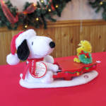 Swingin With Snoopy: Hallmark Animated Plush 2010