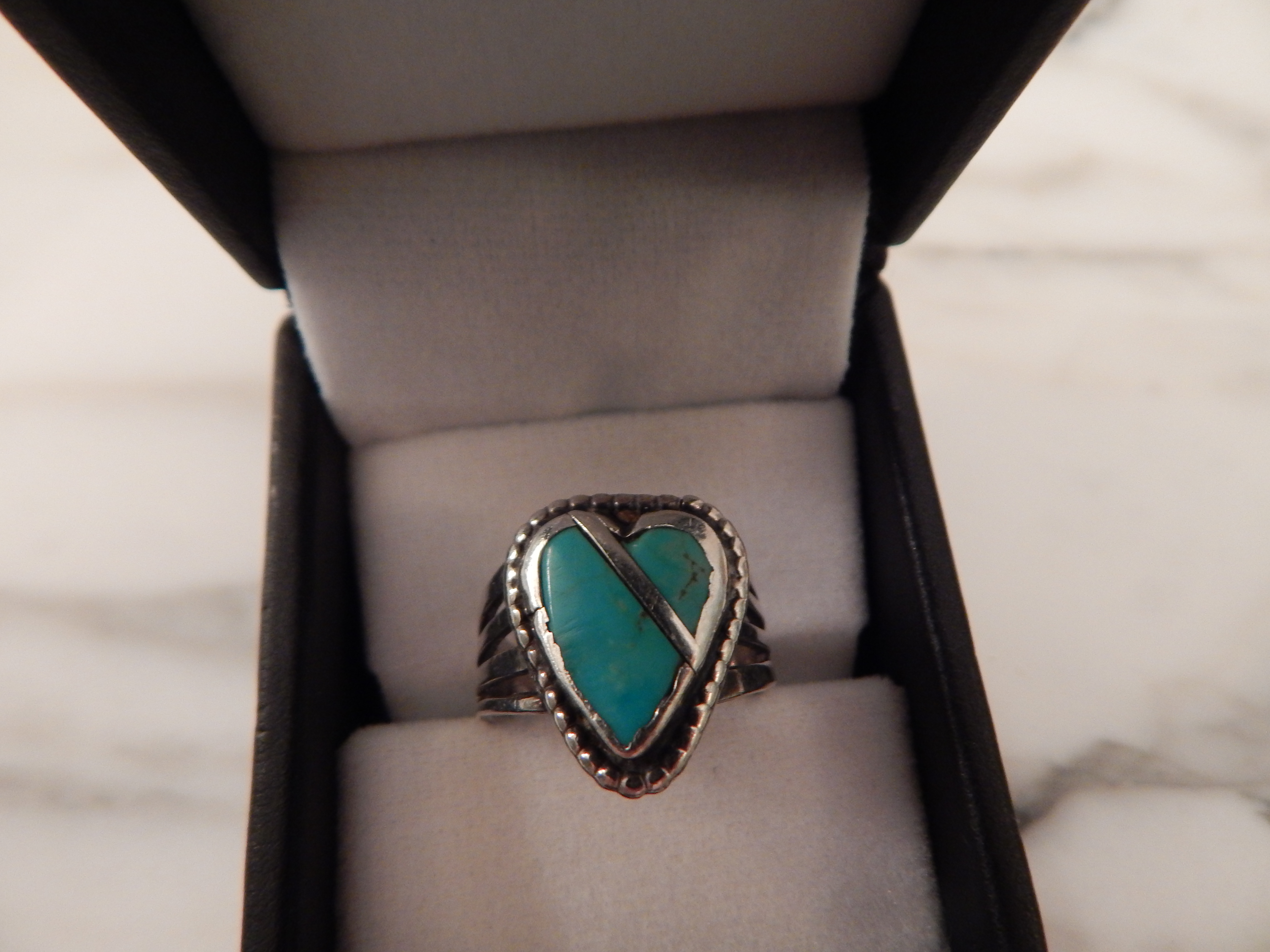 WOMAN'S TURQUOISE SILVER RING