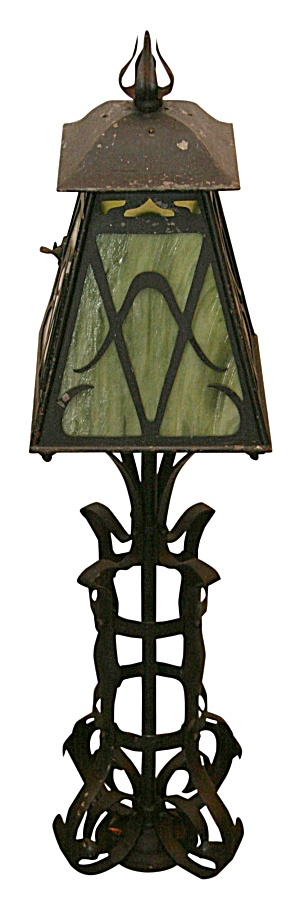 ANTIQUE  POST LAMP (Image1)