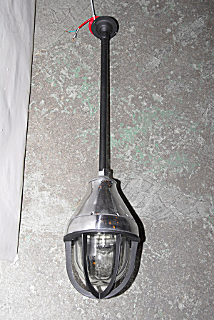 CROUSE-HINDS INDUSTRIAL VINTAGE LIGHT (Image1)