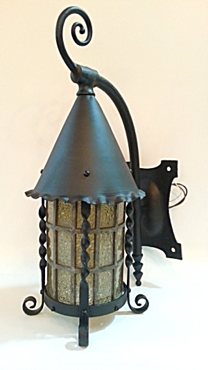 Vintage exterior wall sconce (Image1)