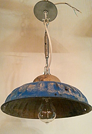 INDUSTRIAL HANGING LIGHT (Image1)
