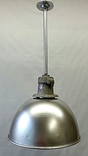 INDUSTRIAL PENDANT LIGHT (Image1)