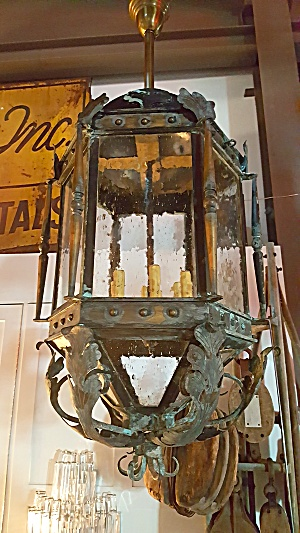 ANTIQUE FOYER LIGHT FIXTURE (Image1)