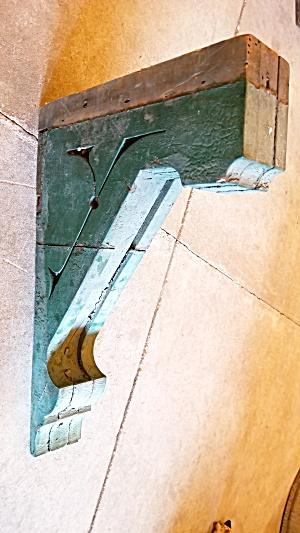 5 ANTIQUE CORBEL BRACKETS  LANRGE (Image1)