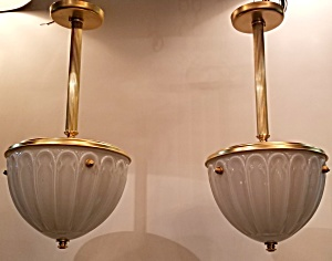Pair hanging lights (Image1)