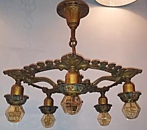 Classic light fixture w/ Edison bulbs (Image1)