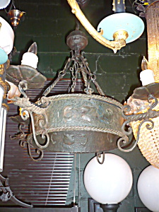 ANTIQUE IRON LIGHT WITH DRAGON DETAILS (Image1)