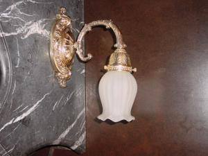 cast brass wall sconce (Image1)