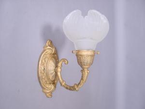 cast brass sconce (Image1)