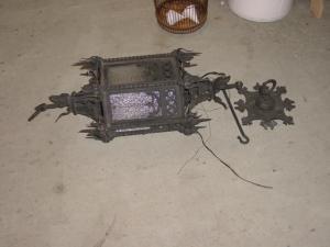 iron porch light (Image1)