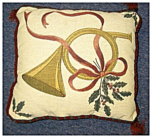 Christmas Pillow in Tapestry (Image1)