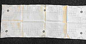 Vintage Linen Table Runner (Image1)