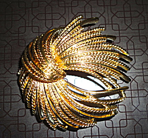 Monet Pin in Goldtone (Image1)
