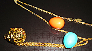 Egg Pendant with Changeable Colors (Image1)