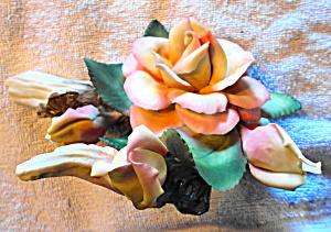 Capodimonte Rose Sculpture (Image1)