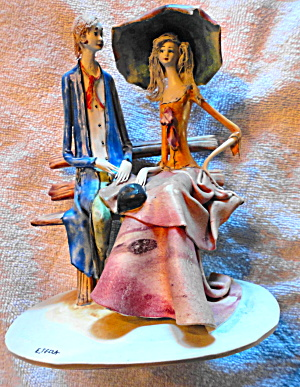 Porcelain Figurine of Couple (Image1)