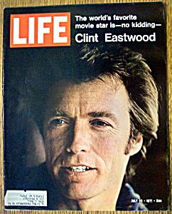 Life Magazine - July 23, 1971  - Clint Eastwood (Image1)