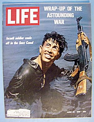 Life Magazine June 23, 1967 Israeli Soldier in Suez (Image1)