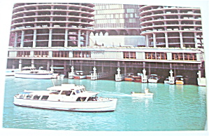 Easy Living On The Chicago River Postcard (Image1)