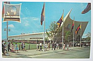 General Motors Building, New York Fair Postcard (Image1)