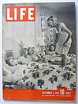 Life Magazine September 3, 1945 House Party  (Image1)