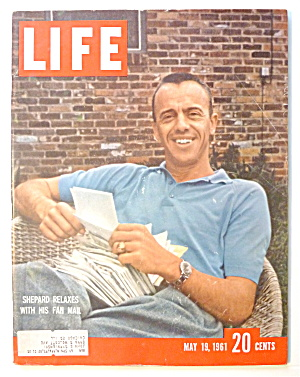 Life Magazine-may 19, 1961-shepard With Fan Mail