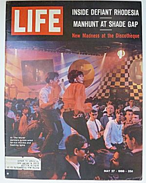 Life Magazine-May 27, 1966-The World  (Image1)