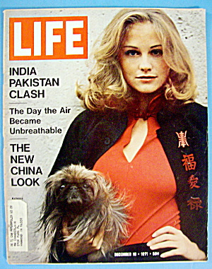 Life  Magazine-December 10, 1971-Cybil  Shepherd (Image1)