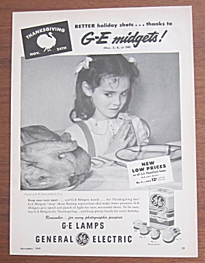 1949 General Electric Midgets w/ Girl Looking At Turkey (Image1)