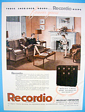 1946 Recordio With Parents Listening To Girl