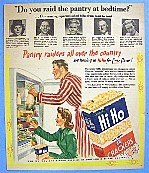 1946 Sunshine Hi Ho Crackers With Couple Snacking