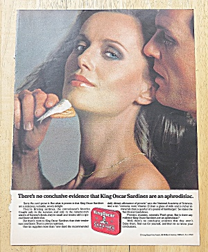 1979 King Oscar Sardines With Couple Snacking (Image1)