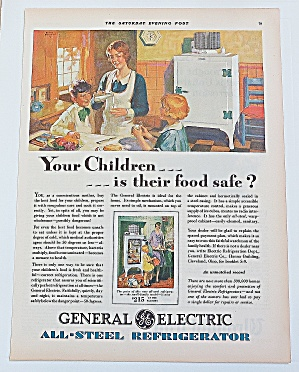 1929 General Electric Refrigerator With Mom & Kids (Image1)