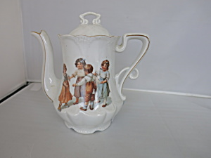 Ring Around the Rosie Porcelain Teapot Made in Bavaria (Image1)