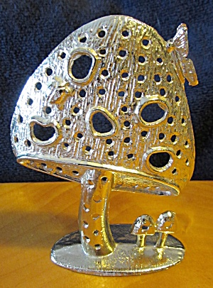 Mushroom Earring Holder (Image1)