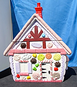 Gingerbread House Cookie Jar 1970s (Image1)