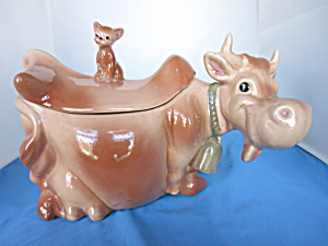 Brush Pottery Cow With Cat Designers Don & Ross Winton