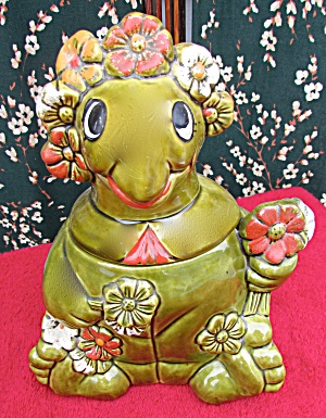 California Originals Sitting Turtle Cookie Jar Flowers (Image1)