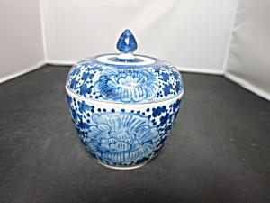 Vintage Blue and White Covered jar bowl Floral Pattern (Image1)